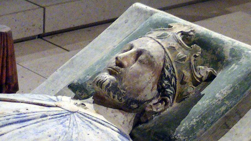 800px-Church_of_Fontevraud_Abbey_Richard_I_effigy.jpg.ad19458842ad33babff41bc94aa2b338.jpg