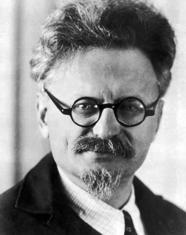 Leon_Trotsky,_1930s.jpg